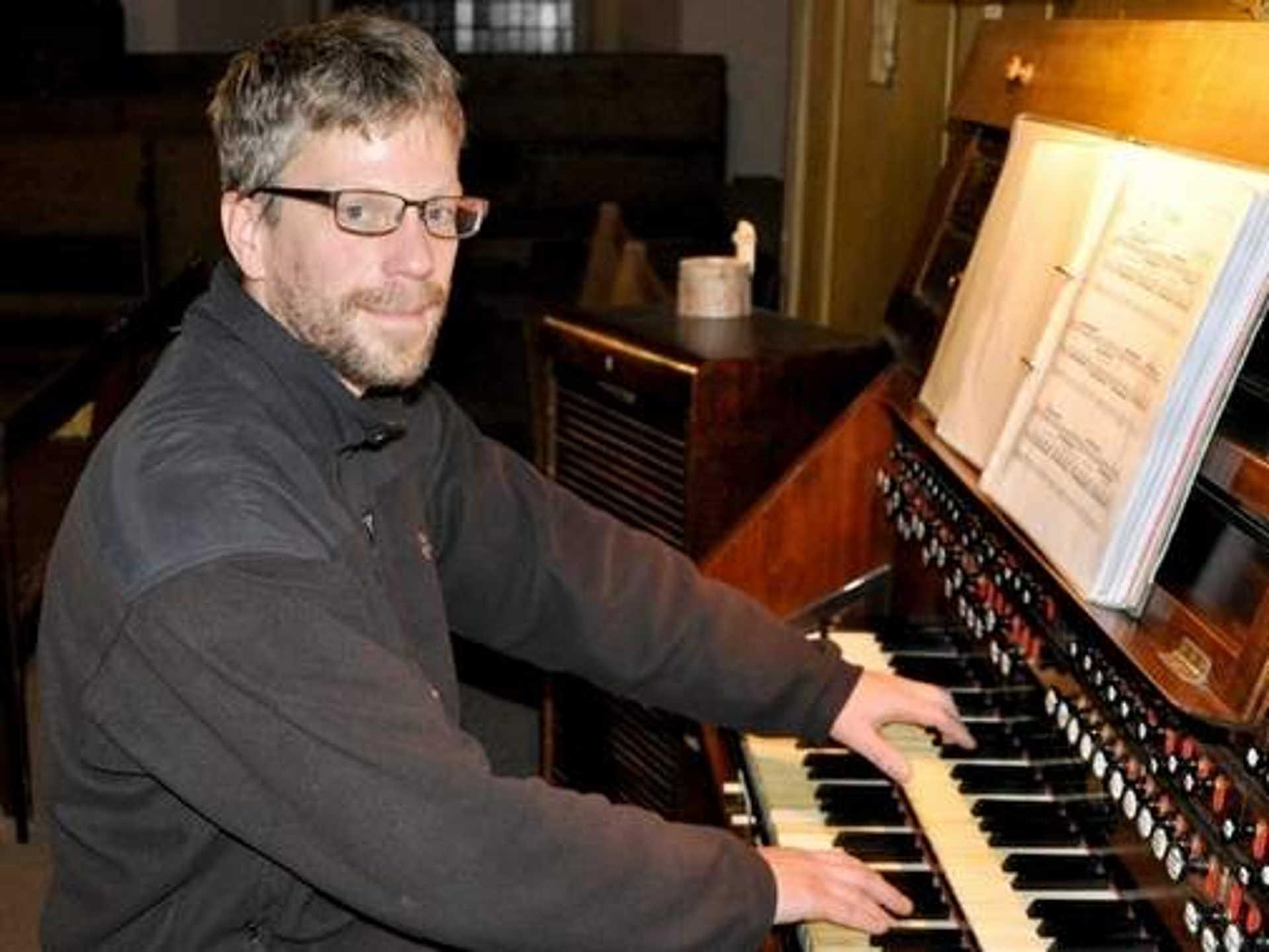 Erik Höppe an der Orgel