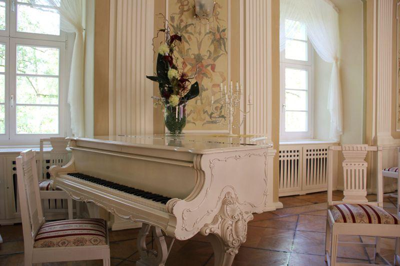 Steinway-Flügel im Rittersaal des Stadtschlosses