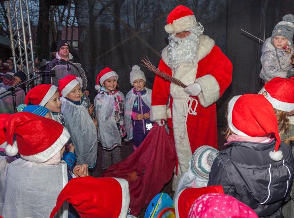 Der Weihnachtsmann zu Gast im Schlosspark, Foto: Peter Becker